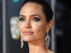 """""""Неуравновешенная"""" Джоли выступила с официальным заявлением по поводу развода с Питтом"""