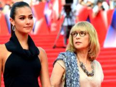Беременная дочь Глаголевой выбрала развлечение вместо посещения последнего фильма покойной матери