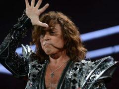 Несмотря на недуг, 69-летний Валерий Леонтьев спел вживую так, что его фанаты замерли от восторга