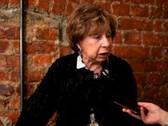 """79-летняя Ахеджакова удивила всех своим внешним видом, появившись на премьере фильма """"Лето"""""""