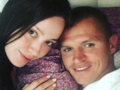 «Досмеялась, называется»: взволнованный Тарасов спешно отвез беременную супругу в роддом
