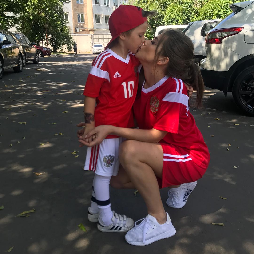 Опять на те же грабли: с сыном Юлии Барановской и Андрея Аршавина гуляет футболист питерского «Зенита»