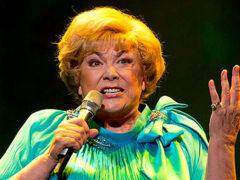 «Пойду в переход просить милостыню»: Эдита Пьеха отменила концерт из-за отсутствия денег