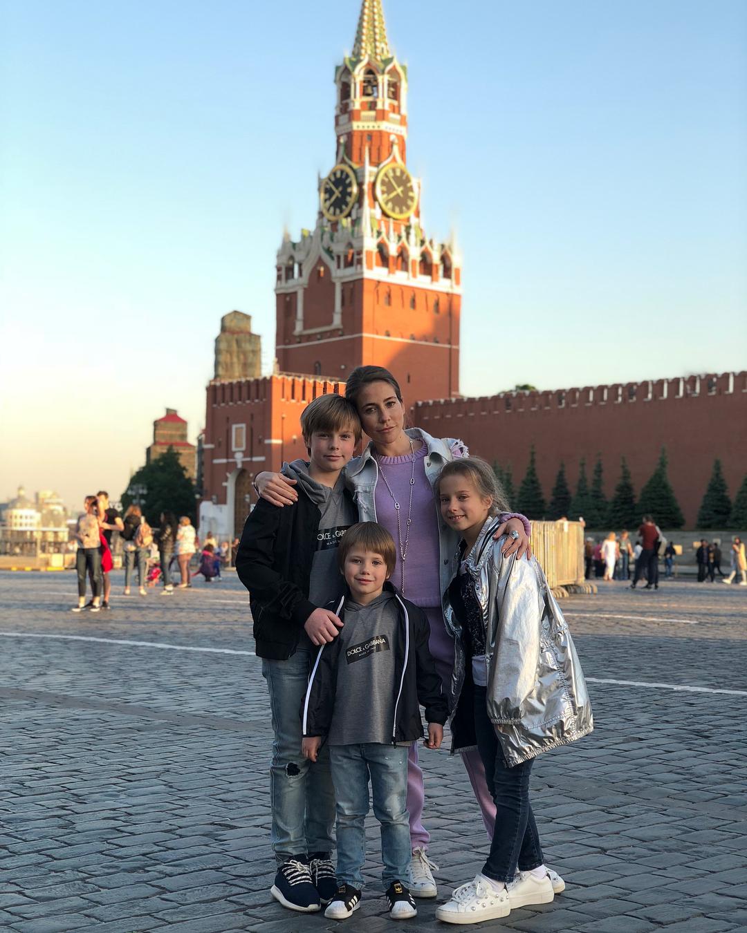 Выглядит гораздо старше: Юлия Барановская остригла волосы ради любви, но поклонники не оценили