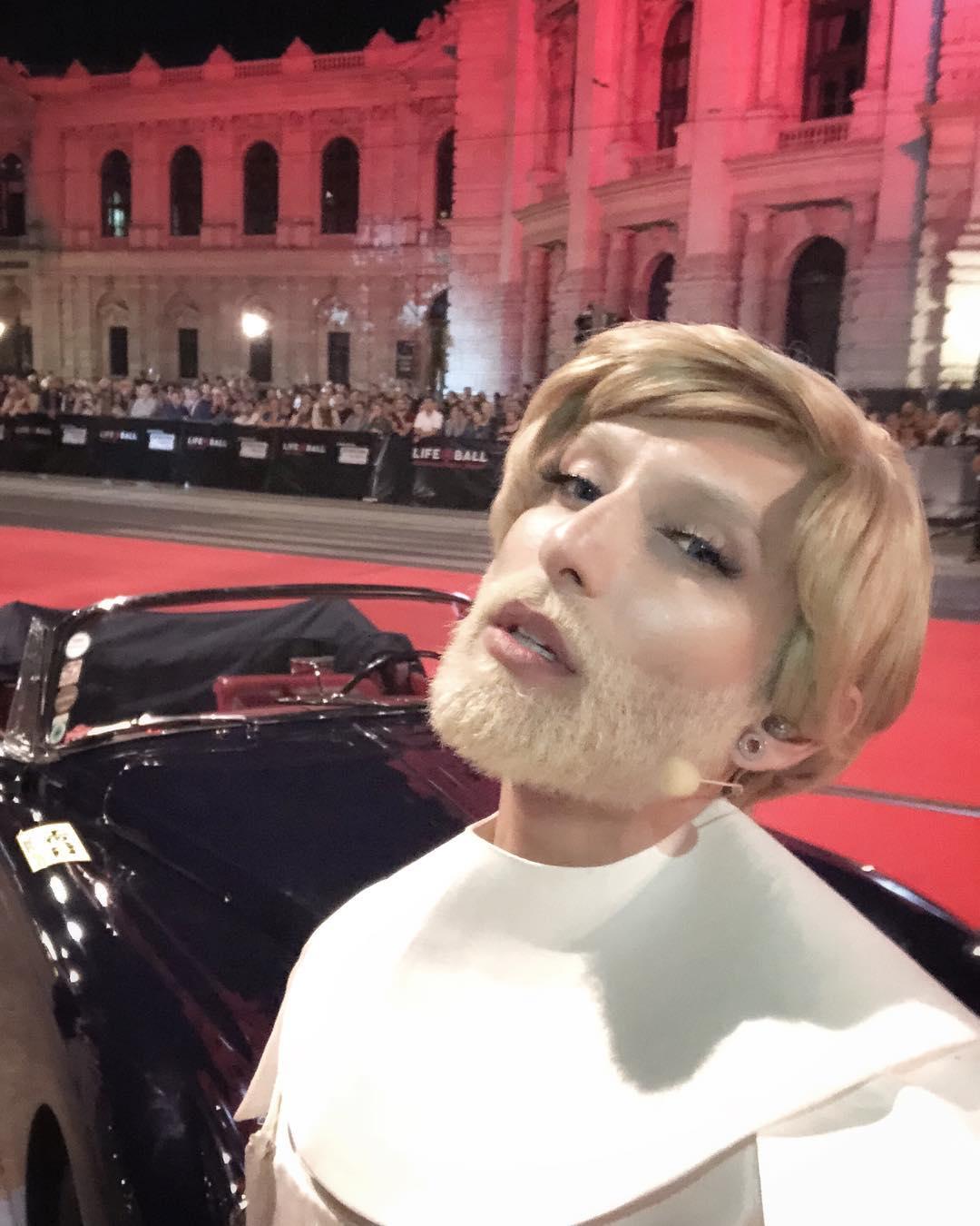 Кончита Вурст убила себя, став сексапильным блондином с огромной татуировкой на спине