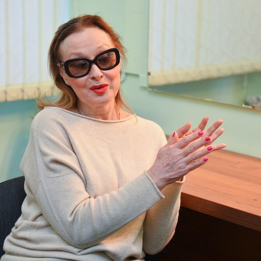 Практически лишившаяся зрения Лариса Удовиченко вцепилась в лечащего врача с криками о помощи