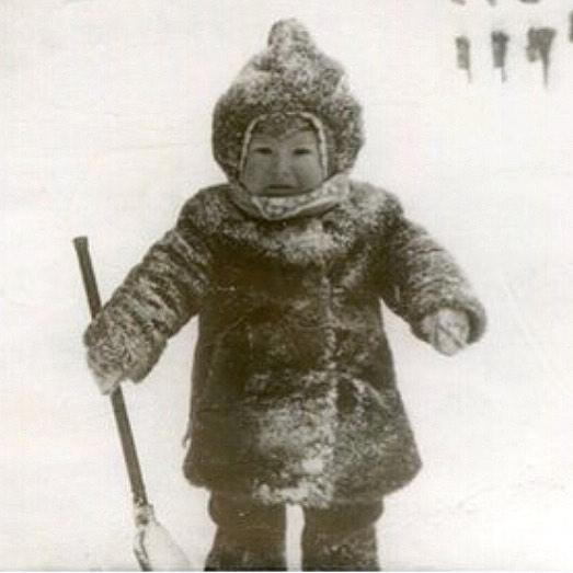Тимур Еремеев показал необычный снимок из детства и обратился к поклонникам с просьбой о помощи