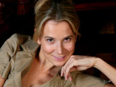«Ого! Вот это вид сзади!»: вся сеть поражена сексуальностью и красотой Юлии Высоцкой в прозрачных шортах
