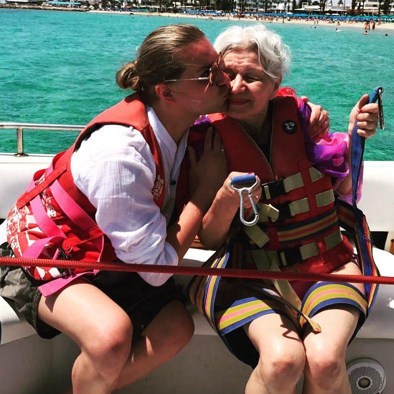 Солнцев показал интимные снимки своей пожилой жены, чем вызвал негодование пользователей сети