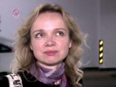 Обвиняемая Цымбалюк-Романовская уже не скрывает своего интересного положения под свободным платьем