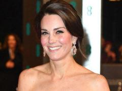 Чтобы перещеголять супругу короля Испании, Кейт Миддлтон надела смелый наряд с глубоким декольте