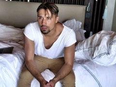 Дима Билан не может встать с постели из-за тяжелой болезни и пропускает все важные мероприятия