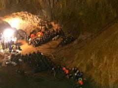 Миссия выполнена: юных футболистов и тренера эвакуировали из затопленной пещеры в Таиланде
