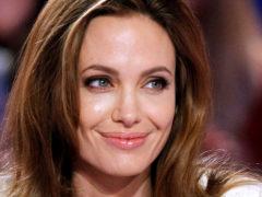 Представила его только своим детям: Джоли влюбилась в молодого актера – точную копию Бреда Питта