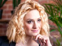 «Атака продолжается!»: Карина Мишулина обвинила в провокации создателей ток-шоу на Первом канале