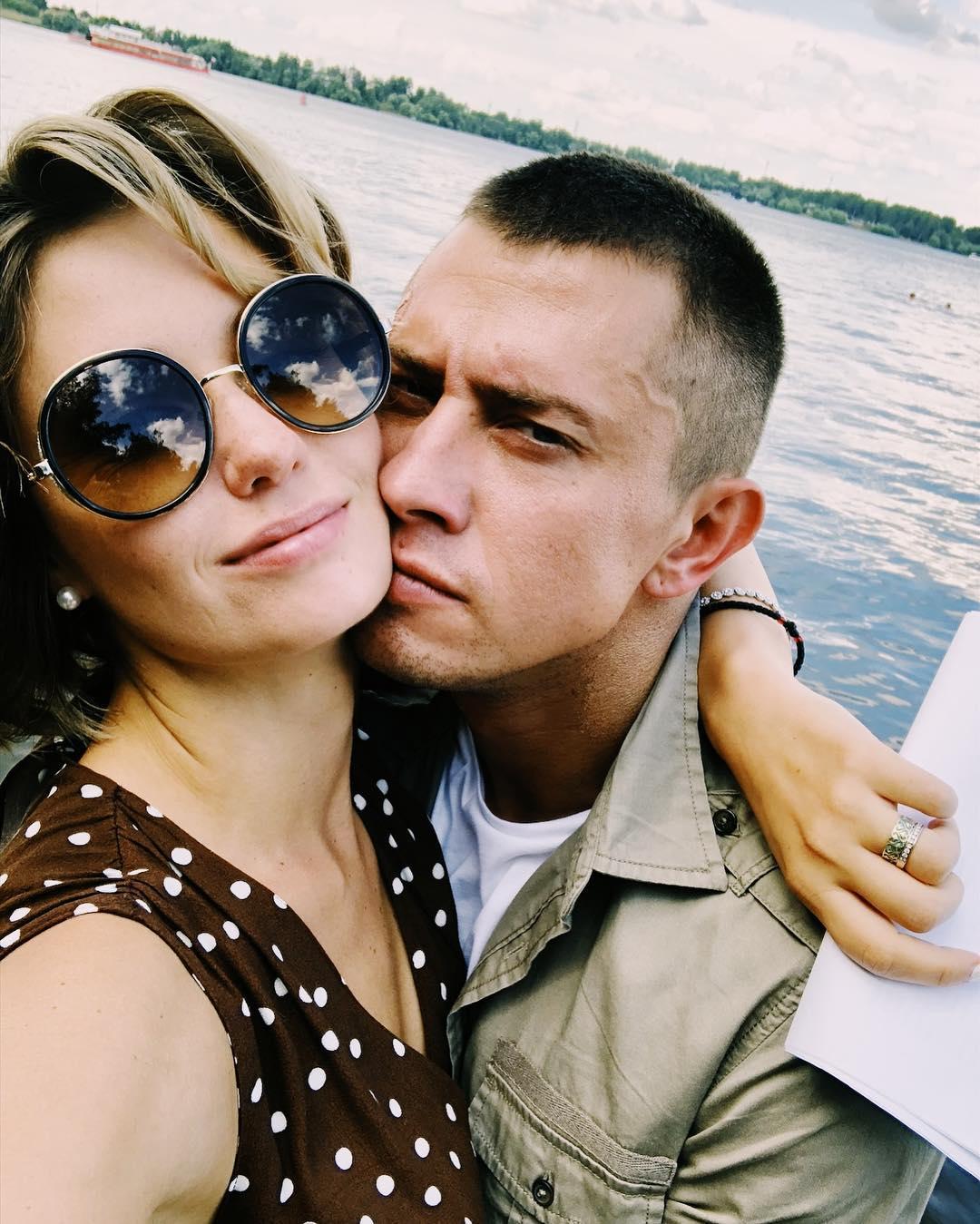 «Вряд ли будем общаться»: Прилучный заговорил о разводе с Муцениеце, набравшей лишние килограммы