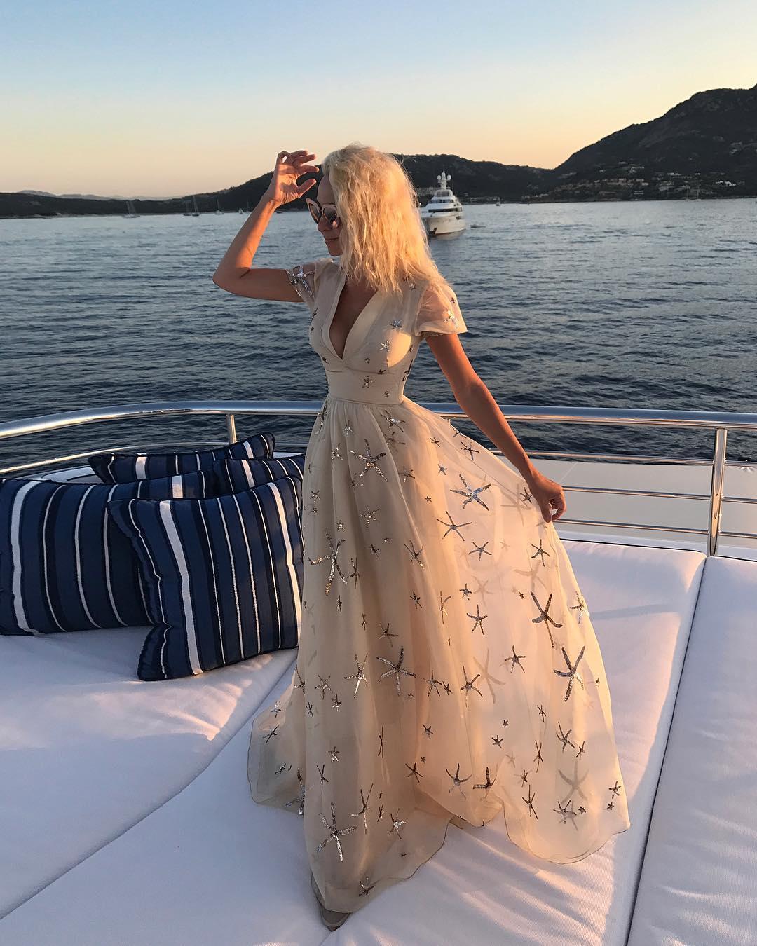 Публичная демонстрация роскошной жизни Яны Рудковской вызывала волну негодования в рядах россиян