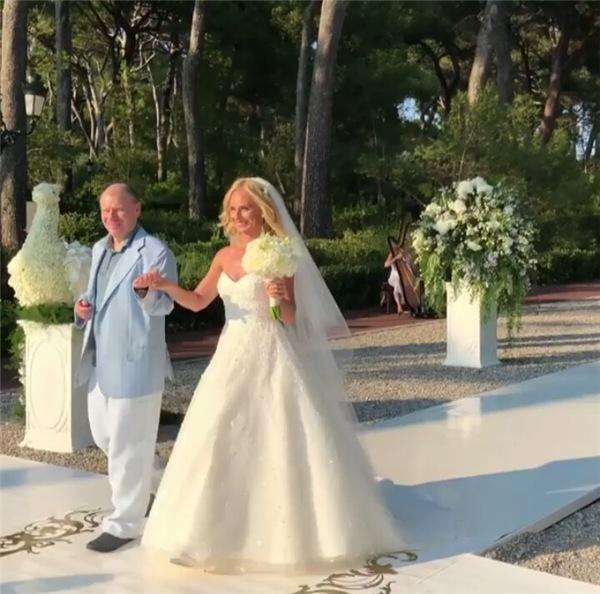 Свадьба в 10 млн долларов: старшая дочь олигарха Потанина вышла замуж за юного тренера по танцам