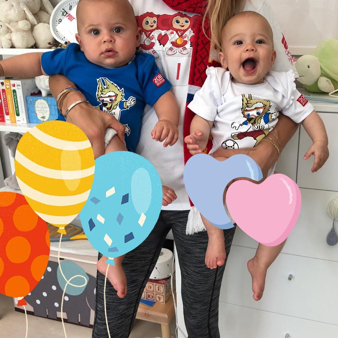 Энрике Иглесиас показал забавное видео о том, как заставляется заливаться смехом близнецов