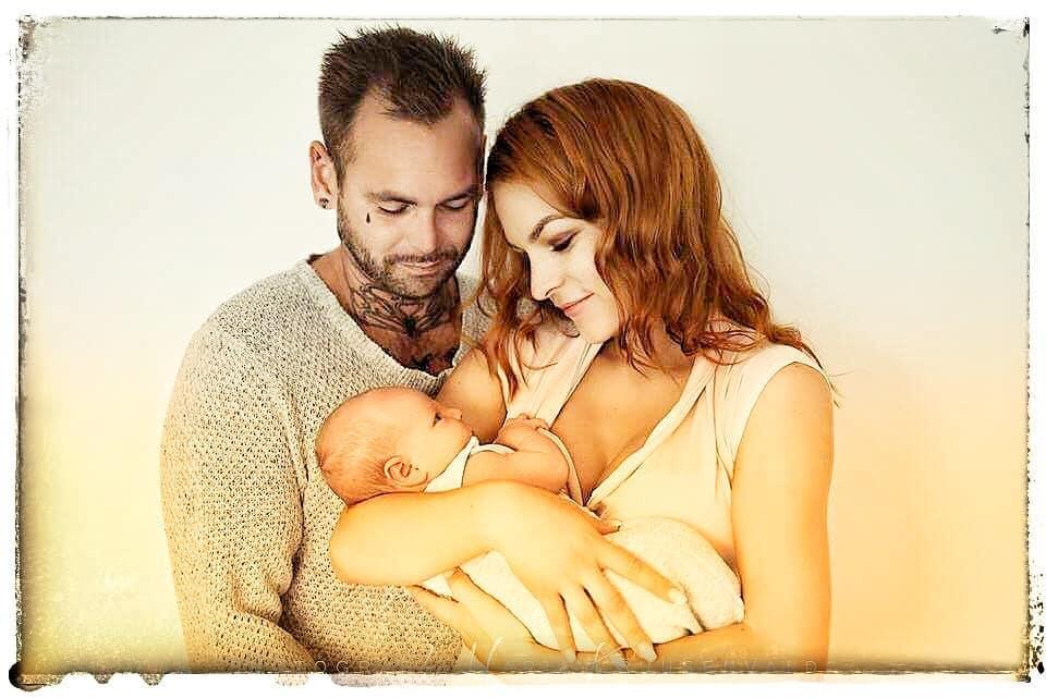 Мэрилин Керро впервые опубликовала снимки мужа и новорожденного сына с необычным именем