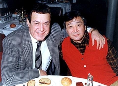 Известный музыкальный критик Артемий Троицкий заявил, что в 90-е Иосиф Кобзон заказал его киллеру