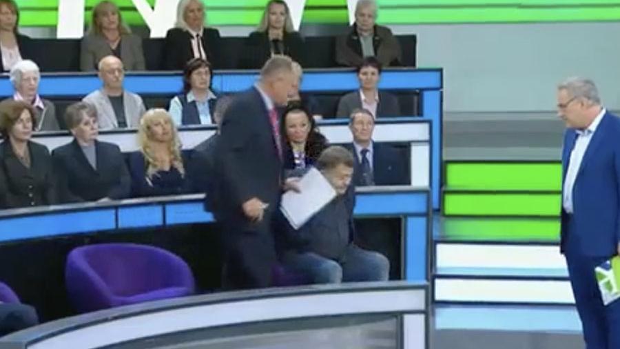 «У вас недержание?»: телеведущий Андрей Норкин публично оскорбил эксперта и выгнал его из студии