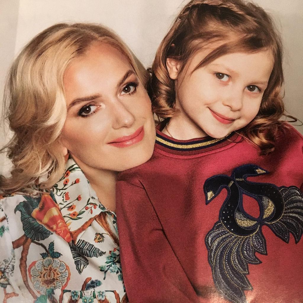Беременная пятым ребенком актриса Мария Порошина заметно похудела после развода и еще больше работает