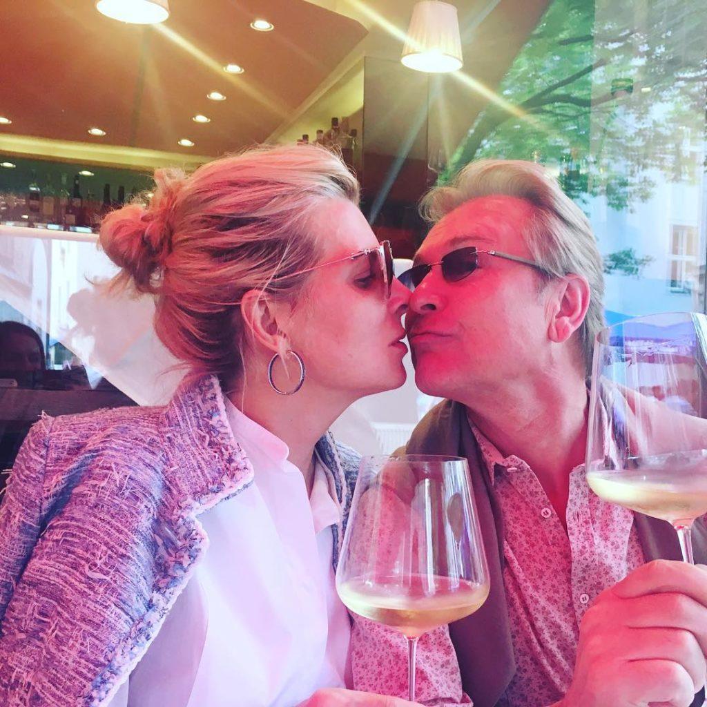 """""""Волочкова нервно курит"""": супруга Александра Малинина затмила красотой и изяществом известную балерину"""