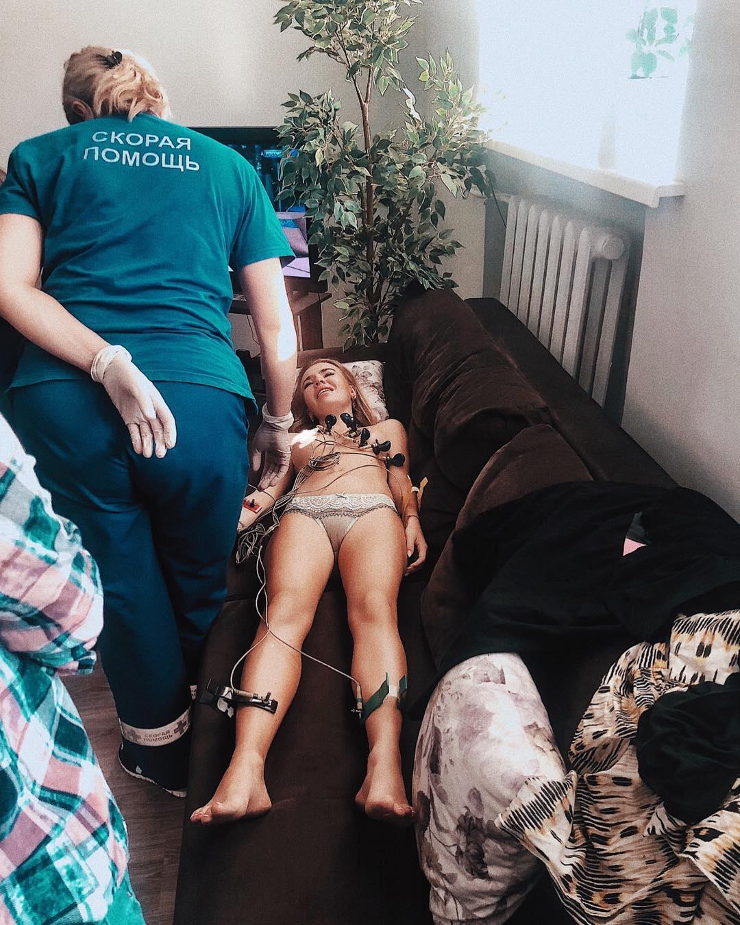 Увезла карета «скорой помощи»: после безобразной драки на шоу Малахова звезда «Дома-2» угодила в больницу