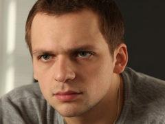 Близкие Алексея Янина показали душераздирающие фото пережившего инсульт и глубокую кому артиста