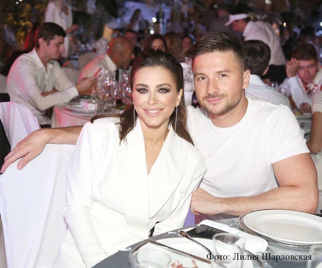 «Чудесно смотритесь вдвоем»: фанаты уверены, что между певцом Сергеем Лазаревым и Ани Лорак тайный роман