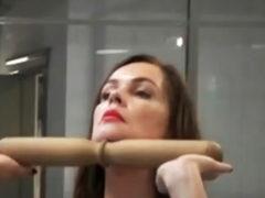 Советует Екатерина Андреева: как превратить обвисшие щеки в упругий овал с помощью специальной «скалки»