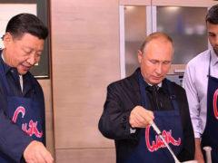 Иван Ургант осуществил давнюю мечту, разместив в соцсети необычное совместное фото с Путиным