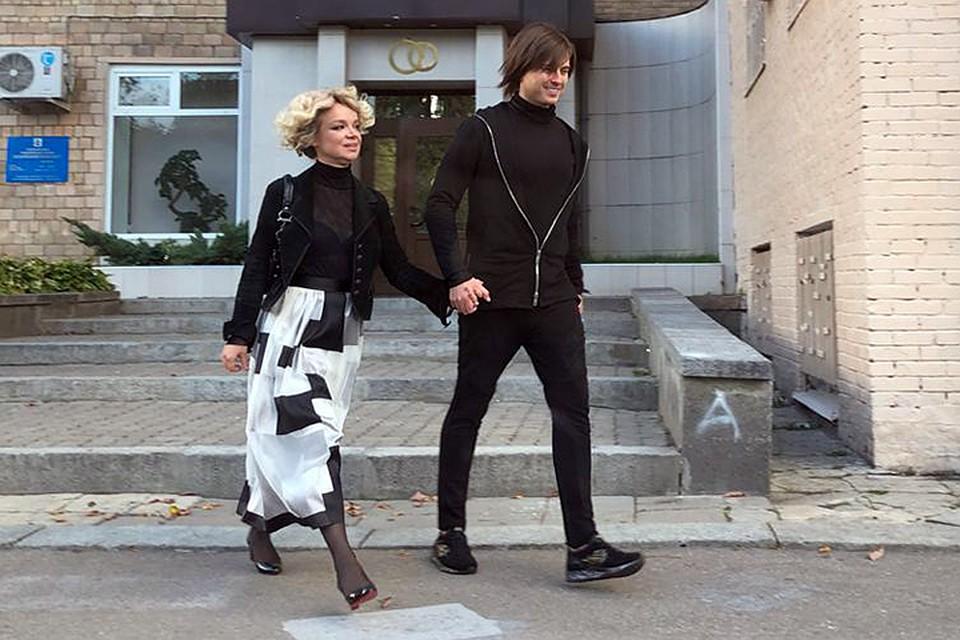Вот это поворот: Виталину Цымбалюк-Романовскую и Прохора Шаляпина засняли на выходе из ЗАГСа