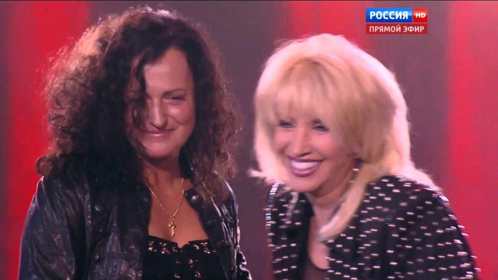 Ирина Аллегрова впервые после болезни вышла на сцену, затмив своим внешним видом постаревшую дочь