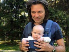 Музыкальное видео с маленьким сыном Маликова попало в сеть и вызвало дикий восторг у поклонников