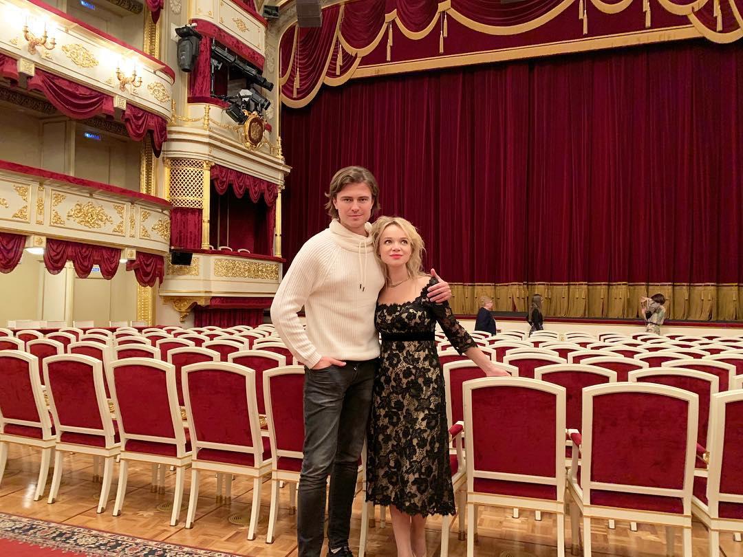 Прохор Шаляпин и Виталина Цымбалюк-Романовская устроили свадебную фотосессию на неделе моды
