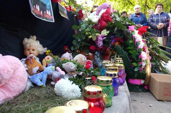 Потрясающий эпизод трагедии в керченском колледже: мужчина в одночасье потерял всех членов семьи