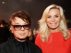 Пока Валентин Юдашкин борется с раком, его супруга блистает точеной фигурой на концерте Николая Баскова