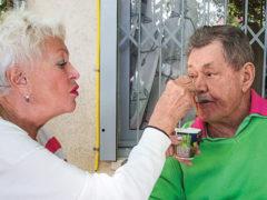 «У него сильная слабость»: сын Николая Караченцова признался, что ему стало тяжело двигаться и дышать