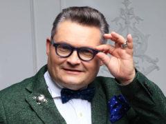 Возмущенная Рита Дакота ответила на критику «пестрого эпатажного дяденьки из телеящика» Александра Васильева