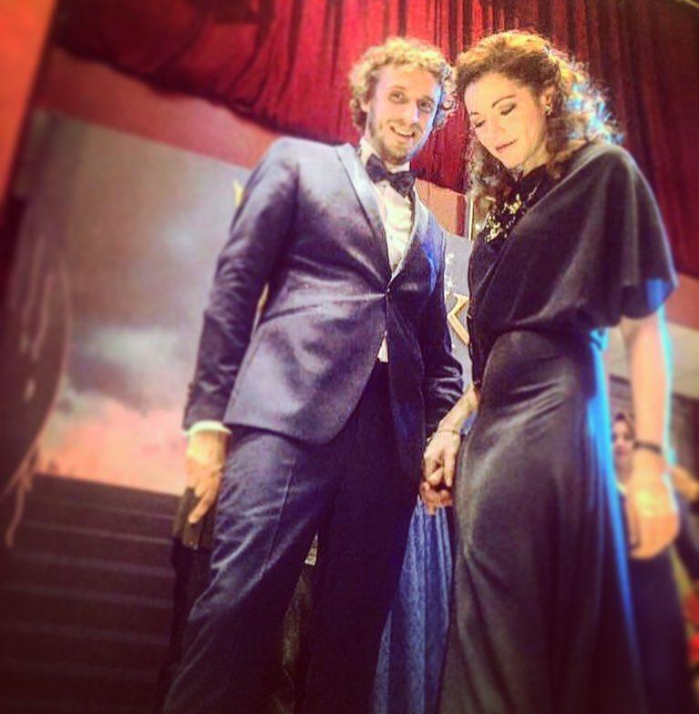 Актриса Алена Хмельницкая светится от счастья рядом со своим возлюбленным, который на 12 лет моложе нее