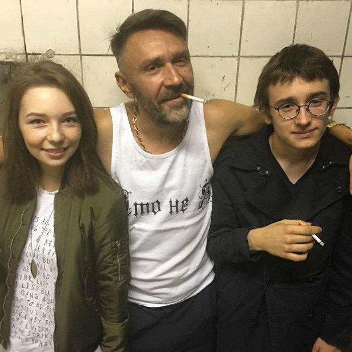«Дочь пьет, курит и матерится»: Сергей Шнуров объяснил, почему не хочет часто видиться со своими детьми