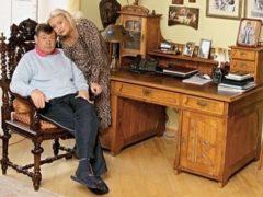 Квартира и роскошные дома: вдове и родному сыну Николая Караченцова предстоит делить наследство