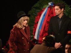 Прощание с Николаем Караченцовым на сцене «Ленкома»: церемонию посетили звезды театра и кино