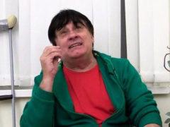 «Выступлю на инвалидной коляске»: Александр Серов получил серьезную травму и оказался в больнице