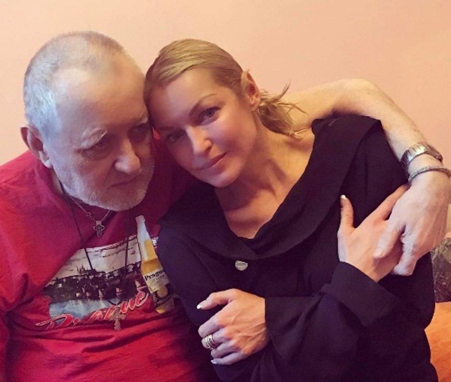 """""""Все покупала на свои деньги"""": возмущенная Волочкова выставила из квартиры гражданскую жену отца"""