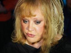 «Хочется ее причесать»: впервые после болезни обновленная Пугачева вышла в свет в свежем парике