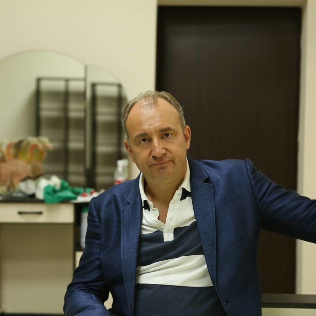Не до смеха: после 20 лет брака жена застала Святослава Ещенко с пятью женщинами и подала на развод