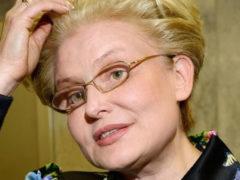 Забрала «скорая»: пожилого супруга Елены Малышевой сбил автобус на столичной улице, он госпитализирован